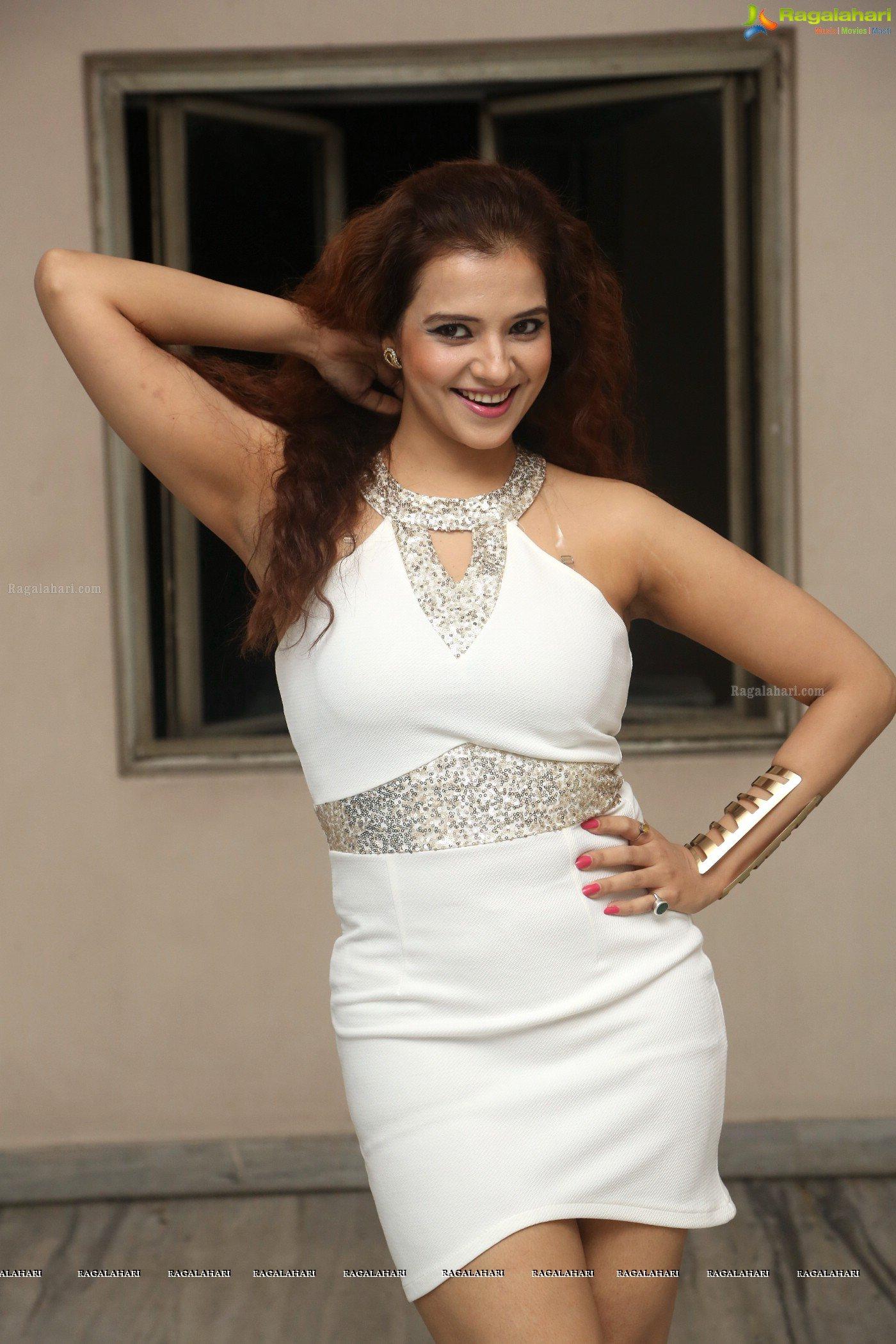 Saloni Aswani Sexy Armpit  Creamy Legs  Hot Bollywood -6823